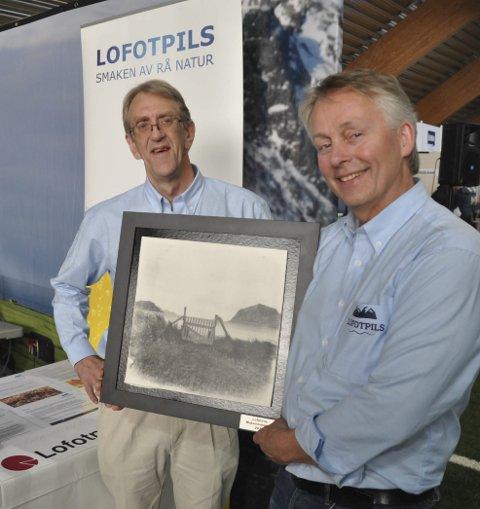 PRISVINNERE: Åge Larsen og Thorvardur Gunnlaugsson er svært stolte over at Lofotpils AS er årets Matambassadør i Lofoten. Foto: Kai Nikolaisen