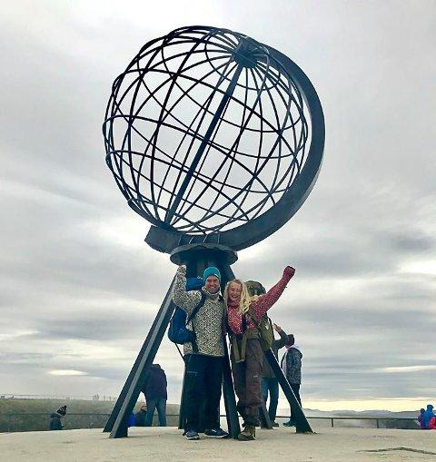 KOM I MÅL: Etter 127 dager og med 3.002 kilometer lagt bak seg, kom Marthe og MArtin endelig fram til Nordkapp.