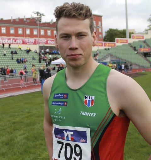 I FORM: Eivind Kjennerud løp en god etappe i Holmenkollstafetten. Stortalentet er godt i gang med oppkjøringen til en ny langrennssesong.