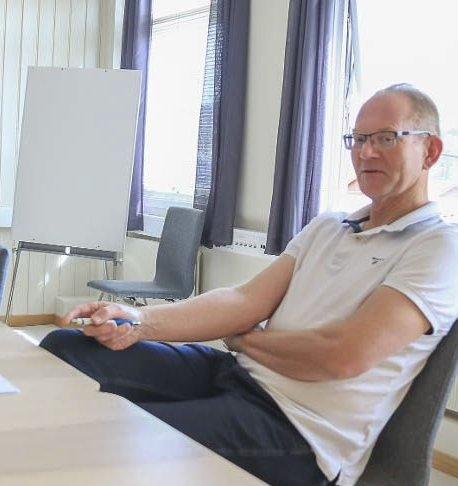 Vegårsheis ordfører Kjetil Torp har tidligere fått kritikk av fagforeningene for å blande seg for mye inn i administrasjonens oppgaver. Nå ønsker kontrollutvalget en forklaring på at ordføreren opptrer som saksbehandler for en sak om bygdetunet. Arkivfoto