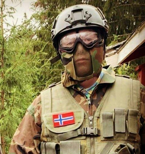 VIL STARTE IDRETTSLAG: Trym Amadeus Nilsen (17) leter etter et større lokale i Nittedal hvor det kan arrangeres trening og kamper i airsoft.