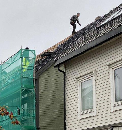 Det er på sidene av huset det mangler sikring, opplyser verneombudet for byggebransjen. Foto: Lars Richard Olsen