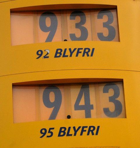 VARIERENDE PRISER: Det kan skille opptil fire kroner per liter avhengig av når i uken du fyller drivstoff. Søndag kveld, mandagmorgen og torsdag morgen er det billigst.