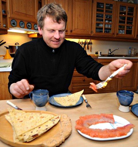 Vilhelm Håvarsrud rakørret rakfisk fra langsjøen på hardangervidda FOTO: STÅLE WESETH