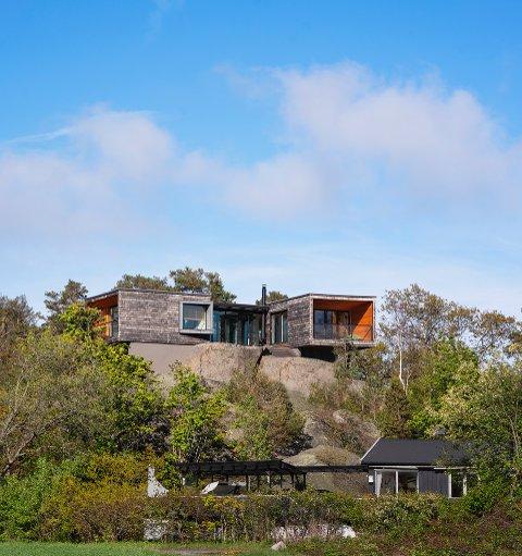 EN OPPLEVELSE: Konseptet tar utgangspunkt i vandringen opp gjennom landskapet til toppen av knausen, der hytta er plassert.