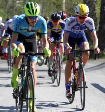 FORNØYD: Erik Fjærli (til høyre) gjorde en god innsats med 15. plass på en dag hvor tre sterke juniorer fra Ringerike var opptatt med landslagsoppdrag.Foto: Karstein Vabø, KAVA DESIGN OG FOTO