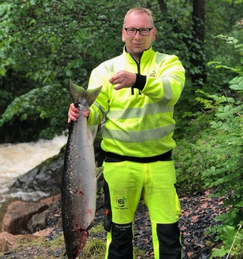 REKORD: Tommy Westad satte årets lakserekord i Åroselva.