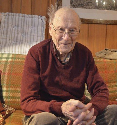 Sprek 101-åring: Ottar Brødholt er født og   oppvokst på Brødholt gård på Tomter, en slektsgård tilbake til 1660. Odelsgutten ønsket ikke å bli bonde, så han har vært næringsdrivende i Oslo i alle år.