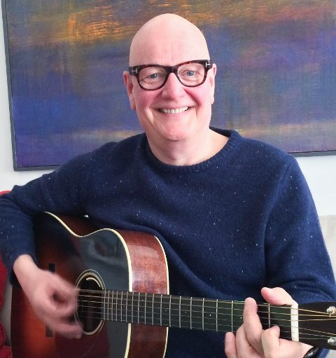 Til neste år kan gitarvirtuosoen Frode Alnæs feire 40 år i musikkbransjen.