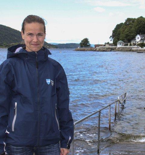 JA: – Vi har tatt prøver i hele sommer, og badevannet har vært bra, sier fungerende enhetsleder Pernille Sandemose.Begge Foto: Ole Jonny Johansen