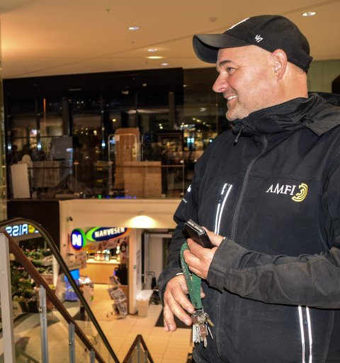 IMPONERT: Senterleder på Amfi Rune Eriksen synes kundene er gode til å følge rådene om smittevern.