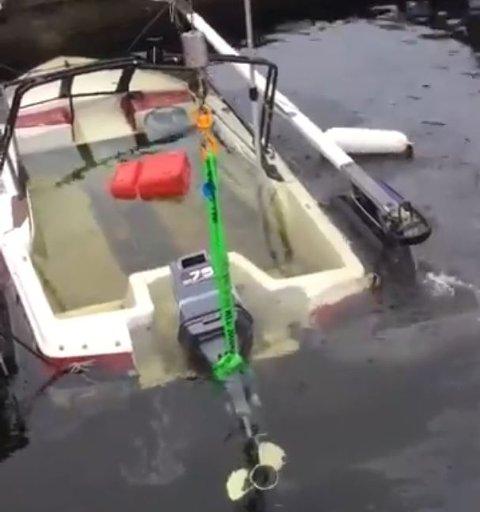 Redningsskøyta rykket ut til to båter som har sunket på Skjærhalden mandag morgen.