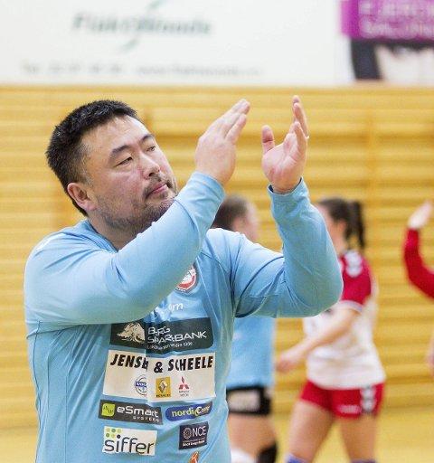 TAKK: Morten Holmen takket haldenserne på tribunen for støtten i Marikollhallen.
