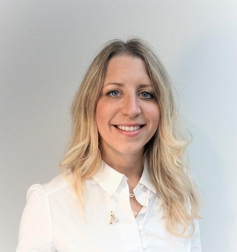 TAKKNEMLIG: Kommunikasjonsrådgiver Anja Haug Tronrud i Barnekreftforeningen er glad for at Jessheim-bosatte Annette Velde Sande skal løpe til inntekt for foreningen.