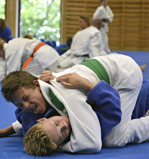Ga alt: BK-utøveren og 14-åringen Adrian Løff Witte (øverst) ga alt under Viking Camp på Tislegård ungdomsskole. Foto: Christian Mauno