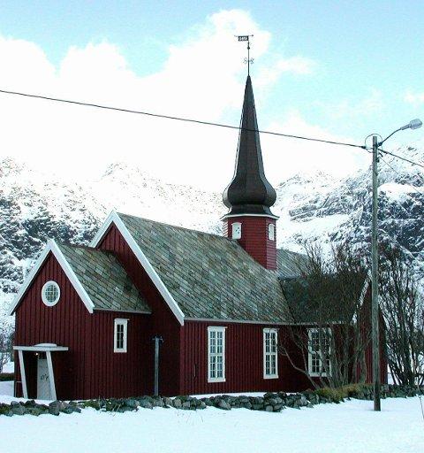 KIRKEBESØK: Flakstad (bildet), Reine og Moskenes kirke hadde til sammen 3620 personer på de 55 gudstjenestene i fjor. Arkivfoto