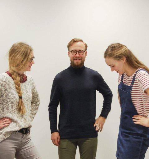 Kvinnekamp: Vilde Lofthus Rooth (til venstre) og Ina Libak er glade Vetle Bo Saga støtter kvinnekampen for likelønn og heltid. foto: solveig wessel