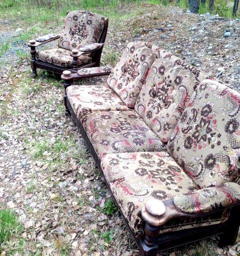 """Denne sofaen og stolen er """"mistet"""" på Kilemoen ..."""