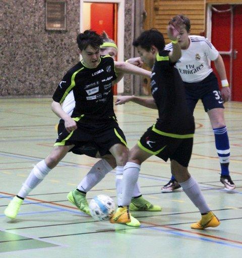Veienmarka (svarte) gikk seirende ut av finalene, hvor de begge gangene møtte Haugsbygd (hvite). Idrettslinja meldte i ettertid at de var svært fornøyd med arrangementet.