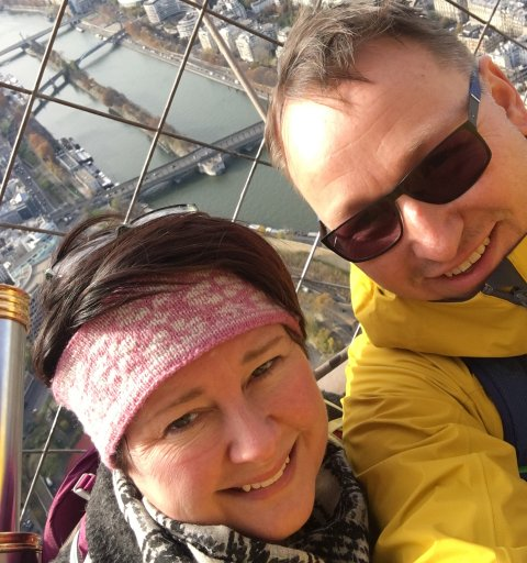 Ekteparet Mariann Schultz Wiig og Andreas Wiig er ferdig med en måned i koronaisolasjon. Bildet er tatt under en tur til Paris i november 2019.