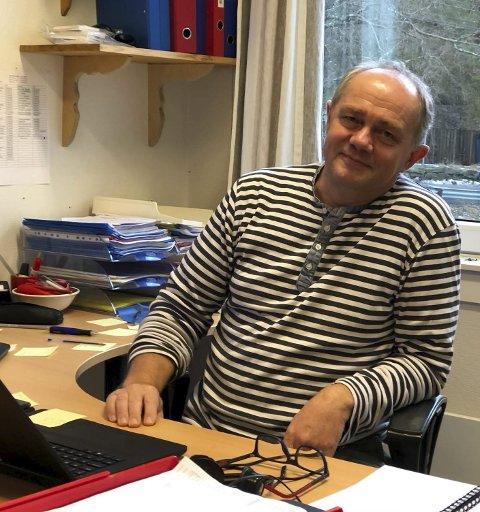 DOBBELT ANSVAR: Rektor ved Dypvåg skole Stig Ertzeid får ansvaret for to barneskoler til høsten. Han sier det ikke ville gått uten de dyktige ansatte.