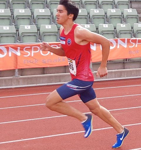 VANT 400 METER: Jonathan Jacobsen sikret seg seieren på 400 meter og løp godt under 50 sekunder.