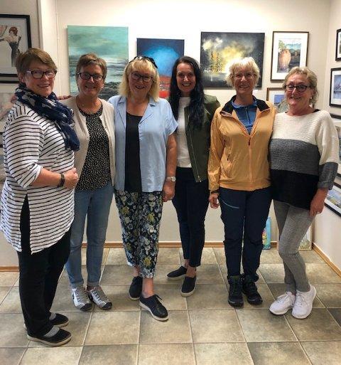 Klubbens medlemmer: De var ni til å begynne med, men nå er de seks. Turid Andersen, Sigrid Furebotten, Tone Jordbro, Solveig Moursund, Gerd Risvold Linda og Kristin Eidissen representerer Kunstklubben9.