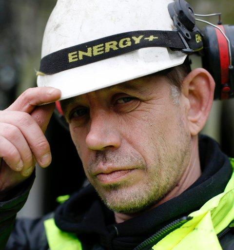 SYK: Det var forrige måned at tv-fenomenet Leif Einar Lothe (49) oppdaget at han har fått svulster på stemmebåndet.