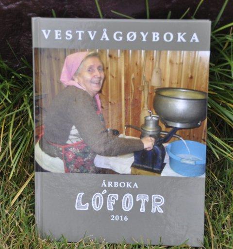 Skattkiste: Bernharda Klevstad som separerer melk pryder forsiden av Årboka Lofotr. Foto: Kai Nikolaisen