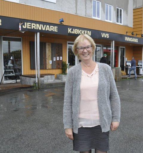 Veteran: Reidun Pedersen pensjonerer seg etter 47 år i familiebedriften. I 1969 begynte hun i Ballstad Jernvare. Tirsdag sluttet hun i nåværende XLBygg som eies av broren. – 47 flotte år, oppsummerer 65-åringen. foto: MAGNAR JOHANSEN