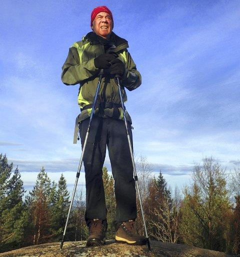 TIL TOPPS: Egil Drillo Olsen på Hurums høyeste punkt, Stikkvannskollen.