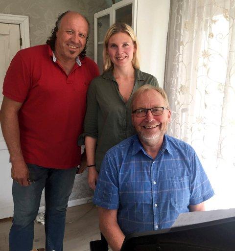 FØRSTE ØVELSE: Operasanger Magne Fremmelid, bass og Marianne Folkestad Jahren, sopran, gleder seg stort til å delta på høstens første operacafé. Svein Rustad skal i tillegg til å arrangere, bidra på klaver.
