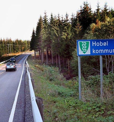 FIKSES: Fylkesvei 120 mellom kommunegrensa fra Våler mot Hobøl vil ha redusert framkommelighet fra og med 1. august. Jon-Ivar Fjeld/Moss Avis