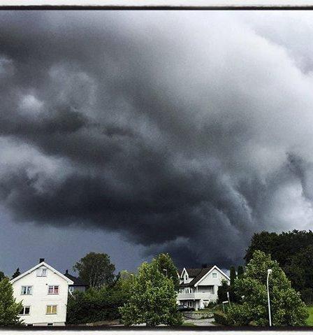 Himmelen truer: Best å komme seg hjem?