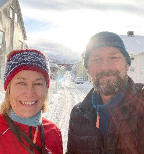 Trine og Leif Sevaldsen la skituren til Kristiansund. Kristiansund sentrum.