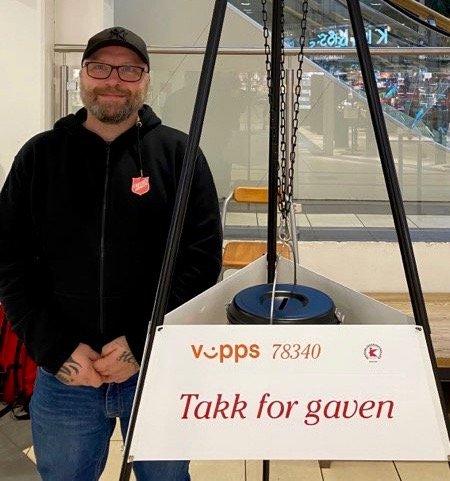 GRYTEVAKT: Kenneth Tyrås har stått flere vakter i desember. Han er blant dem som stilte opp som grytevakt for første gang i år.