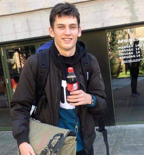 UNG OG AMBISIØS: Tobias Sanaker Dagestad (20)  er valgt til Holmestrand SVs nye leder.