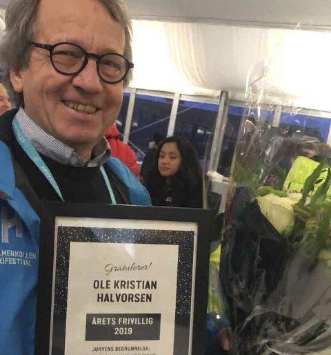 FIKK PRIS: Hvittingfossingen Ole Kristian Halvorsen ble mandag kveld tildelt prisen som Årets frivillige av Holmenkollen Skifestival.FOTO: ANETTE DØLEN