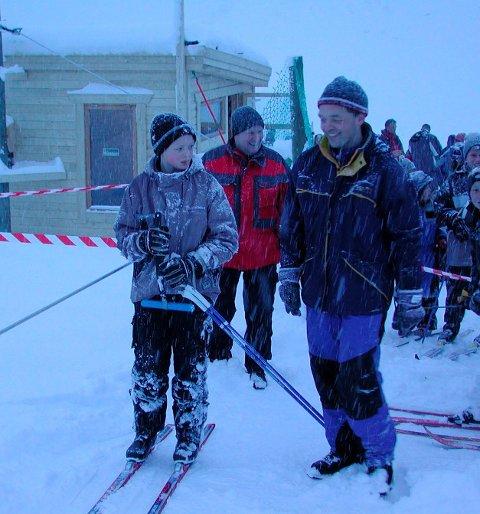 FORNØYD: Erling Sandnes er fornøyd med at Flakstad IL fikk penger til nytt skitau i skitrekket i Nappskaret og nå håper han at kommende vinter bli like snørik som den vinteren dette bildet er tatt. Arkivfoto: Kai Nikolaisen
