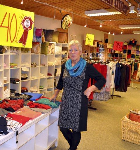 ADVARER: Marit Friis Eliassen ved Ramberg Manufaktur advare nå andre mot utspekulerte butikktyveri. Bildet er i tatt i en annen anledning, Foto: Magnar Johansen