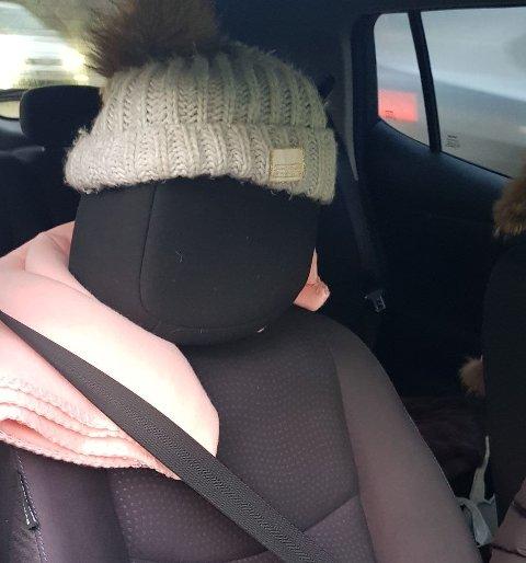 PRØVDE SEG: Slik så passasjersetet til damen som ble stoppet på Mosseveien ut. Hun fikk et forenklet forelegg på 5500 kroner for å kjøre i kollektivfeltet, som ikke er lov uten passasjer i rushtiden.