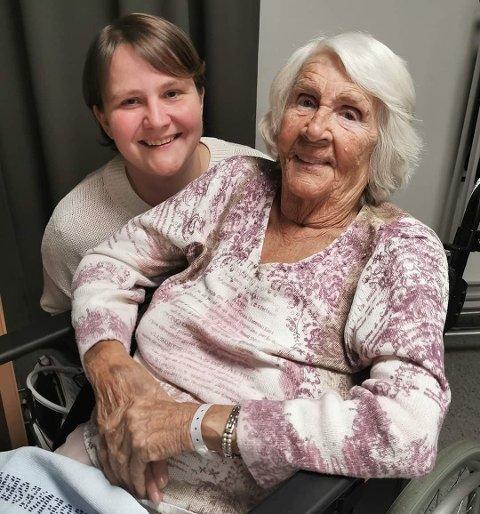 FANTASTISK DAME: Catharina Dybdahl sammen med sin mormor May Lybek. - Hun er ei fantastisk dame, sier barnebarnet.