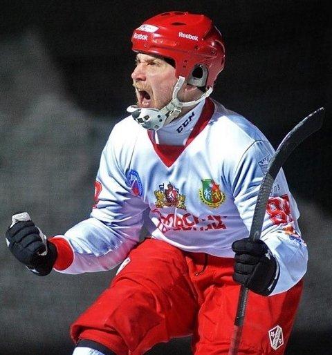 Klar for bandyklubben: Andrei Gerasimov har skrevet under papirene og klar for å spille kommende sesong for Sarpsborg bandyklubb.