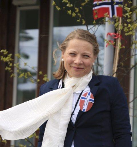 Over all forventning: Leder av 17. mai-komiteen på Vegårshei, Alfhild Kristensen, forteller om knallbra deltakelse og stort engasjement rundt årets 17 mai-feiring. Foto: M. stene