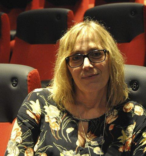 Kinosjef Edelh Ingebrigtsen håper mange tar turen på kino i morgen.