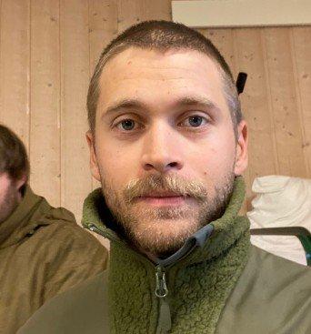 BEKYMRET: Magnus Sandvik Jakobsen (29)  deltok på Heimevernets øvelse på Heistadmoen denne uken. Han reagerer på det han mener er dårlig håndtering av smittevern. Foto: Privat