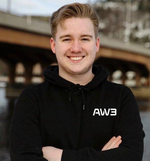 NORGESMESTER: 17 år gamle Jørgen Klaastad fra Larvik er profesjonell spiller. I helgen vant han og lagkameratene Talialigaen, og kan dermed kalle seg norgesmestere.