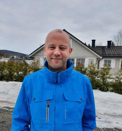 STRØM: Mathias Nilsson fra Maura ønsker å hjelpe andre med å få bedre kunnskap om strøm og strømavtaler.