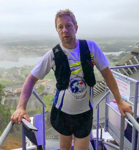 HARDHAUS: Wiggo Skretteberg (42) innehar den nye rekorden i Vikersundbakken. Lørdag 19. juni gikk han 40 runder i verdens største hoppbakke.