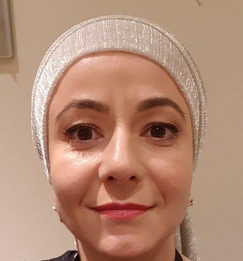 ULØSELIG KNYTTET: Hijaben har vært uløselig knyttet til henne i hele hennes voksne liv. Nå henger hun den fra seg.